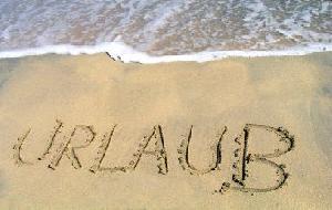 Bild zu Die Urlaubszeit beginnt und Reisende soll man bekanntlich nicht aufhalten!